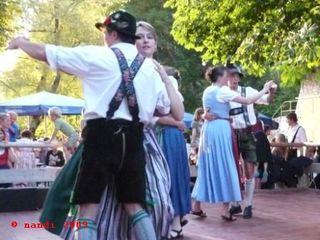 Folk_dancers