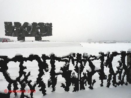 Majdanek_monument