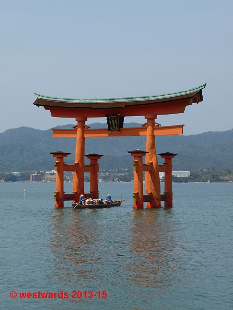 Miyajima: the famous red shrine gate in the sea outside Itsukushima Jinja