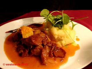 Vegan Mock Duck served with mashed potatoes in the Vaust vegan restaurant in Charlottenburg / Berlin